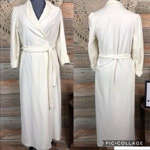 Vintage SMALL 1970's Vanity Fair USA BATHROBE